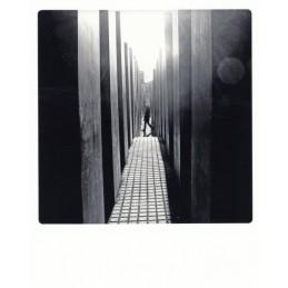 "Berlin - ""Alleingang"" - Holocaust Mahnmal - PolaCard"