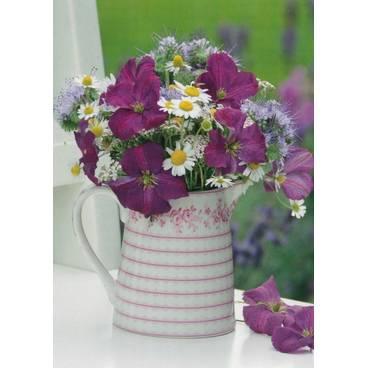 Blumenstrauß in Kanne