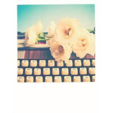 Schreibmaschine mit Blumen - PolaCard