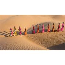 Women in the Thar desert - Rajasthan - Aquarupella postcard