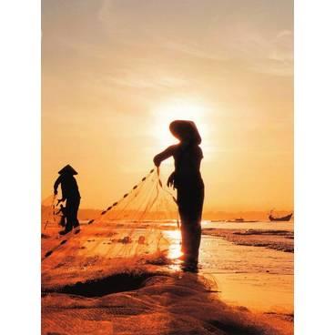 Fischen beim Sonnenaufgang - Vietnam - Aquarupella Postkarte
