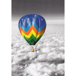 Heißluftballon über den Wolken