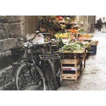 Fahrräder am Gemüsestand - Postkarte